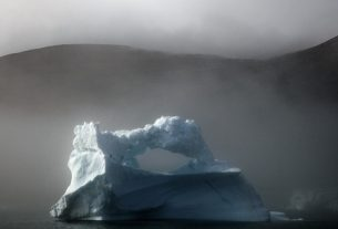 Kayak Tips: The Lawless Race to Harvest Arctic Icebergs